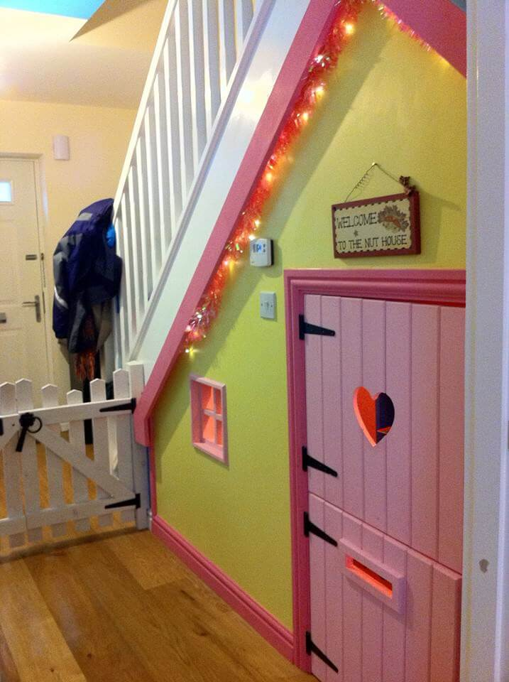 10 indoor wendy houses that will make your jaw drop for Wendy house ideas inside
