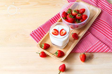 strawberry dipped yoghurt