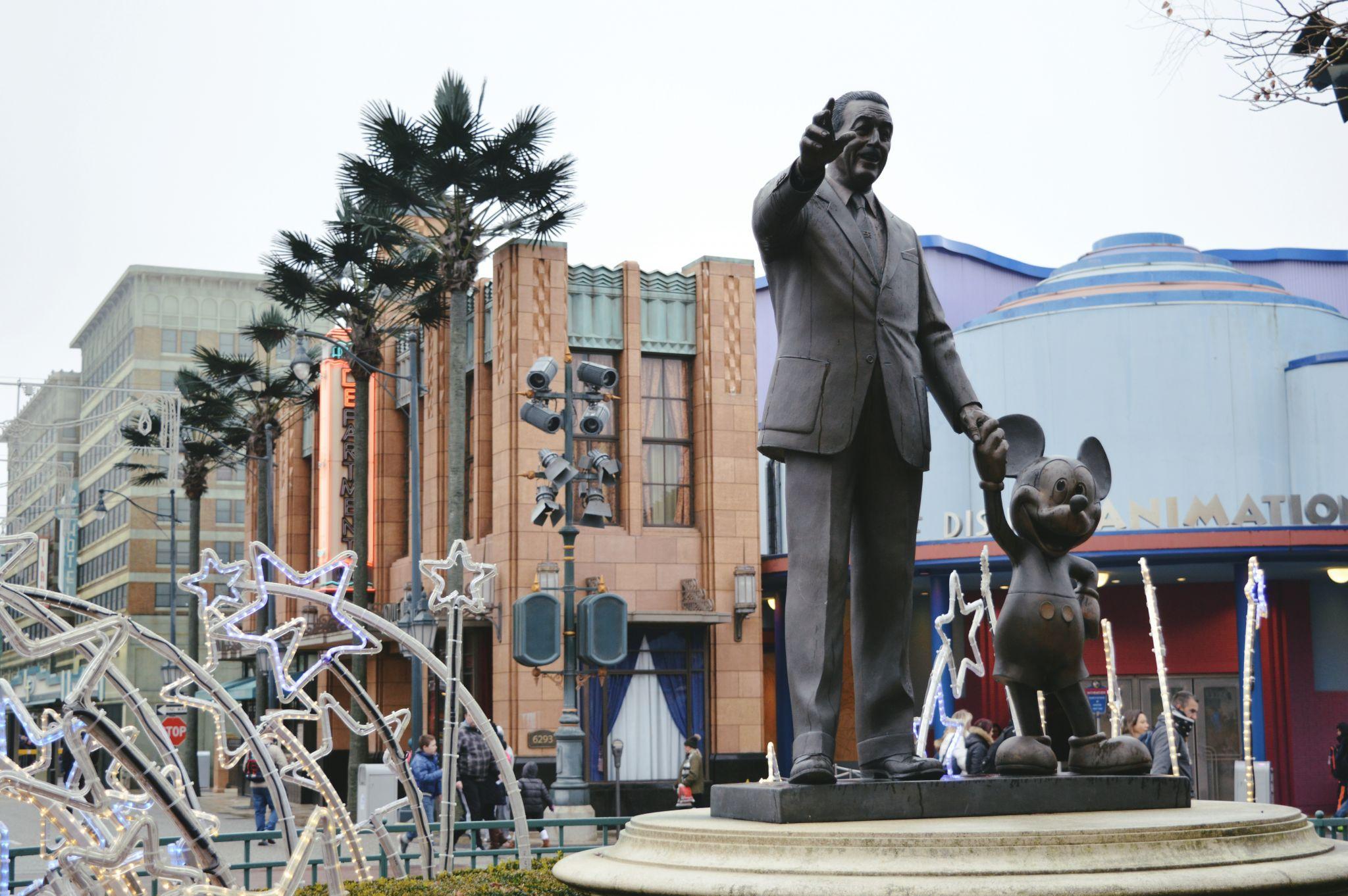 Walt Disney Statue At Disneyland Paris Picniq Blog